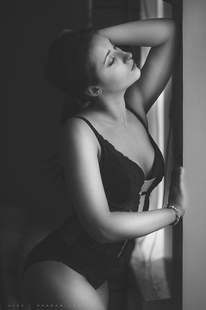 Fotosesija namuose  2015  apartamentuose  asmeninė fotosesija  boudoir  erotinė fotosesija  fotografas  fotosesija  girl  glamour  intymi  juodai balta  mergina  namuose  natūrali šviesa  sensual  vilnius  woman  by RANDOM.LT