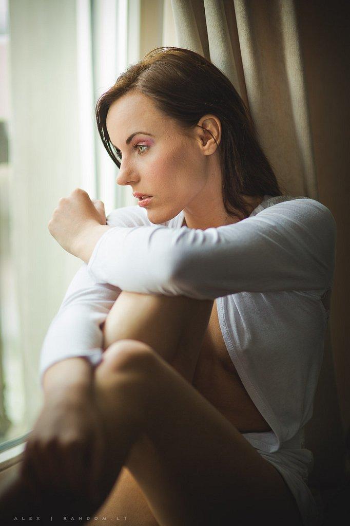 Migle and apartamentuose asmeninė asmeninė fotosesija black boudoir calm curtain fotosesija girl langas mergina namuose natural light natūrali šviesa sensual sitting užuolaidos white window woman  by RANDOM.LT