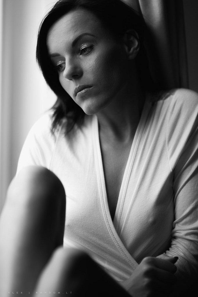 Fotosesija namuose  2015  apartamentuose  asmeninė  asmeninė fotosesija  balta  black and white  boudoir  calm  curtain  fotosesija  girl  langas  light  mergina  namuose  natural light  natūrali  natūrali šviesa  sensual  sitting  šviesa  užuolaidos  white  window  woman  by RANDOM.LT