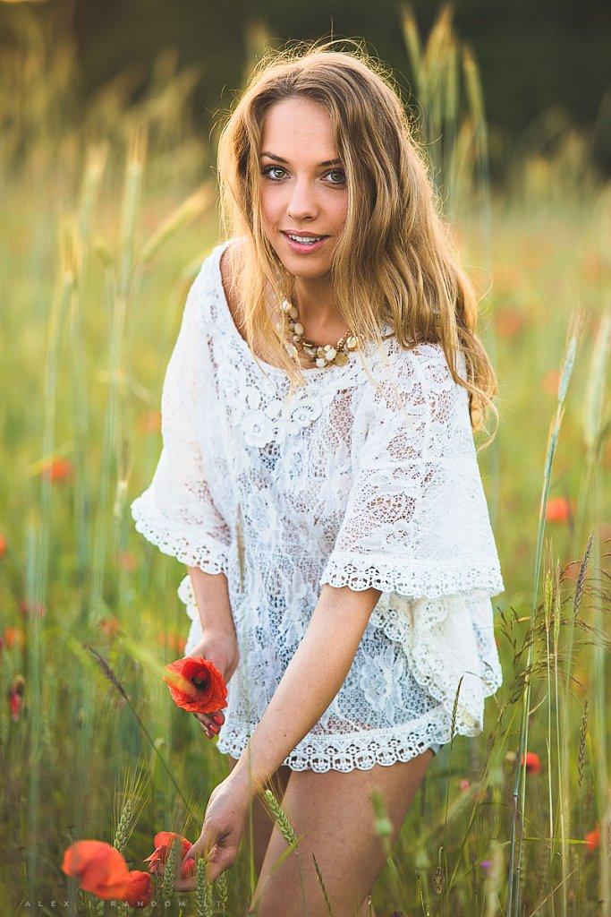 Fotosesija pievoje  2015  asmeninė fotosesija  balta  blonde  girl  ilgi plaukai  long hair  meadow  mergina  natural light  natūrali šviesa  pieva  sunset  white  by RANDOM.LT