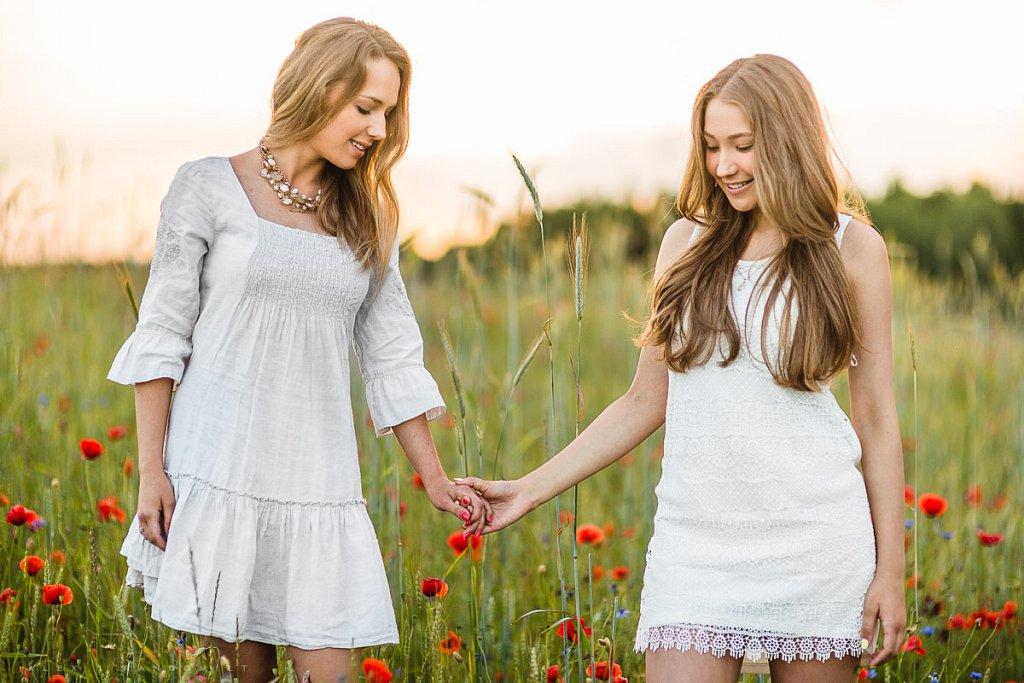 Fotosesija pievoje  asmeninė fotosesija  balta  blonde  girl  ilgi plaukai  long hair  meadow  mergina  natural light  natūrali šviesa  pieva  sunset  white  by RANDOM.LT