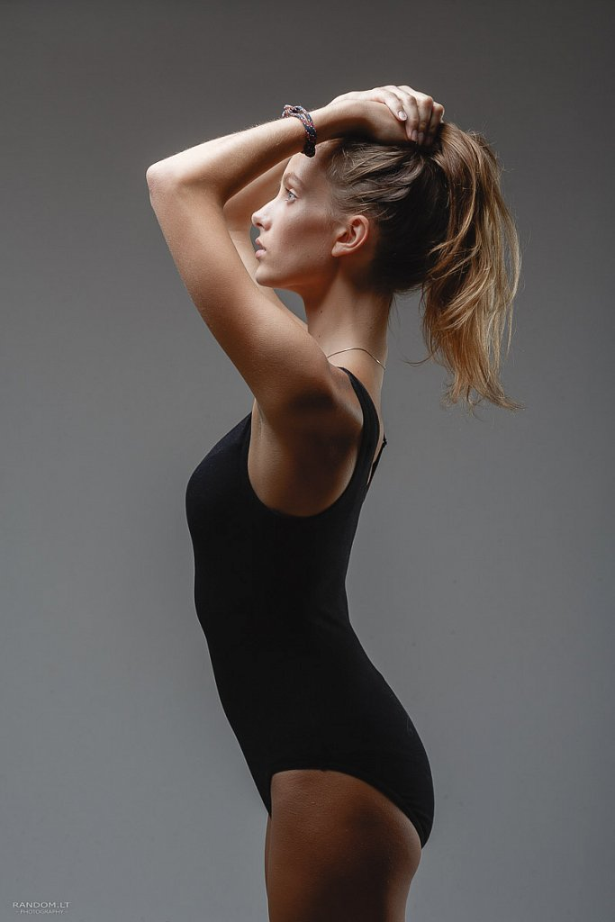portretai ema model test asmeninė fotosesija model test studija  by RANDOM.LT