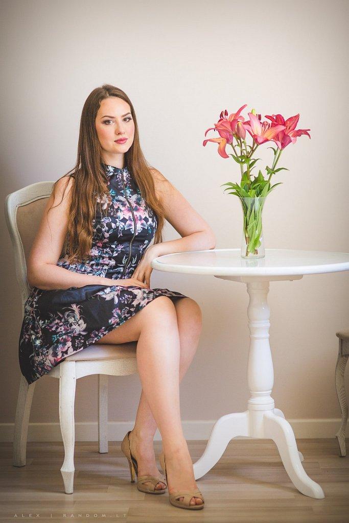 Fotosesija namuose  2015  asmeninė fotosesija  mergina  namuose  natūrali šviesa  vilnius  woman  by RANDOM.LT