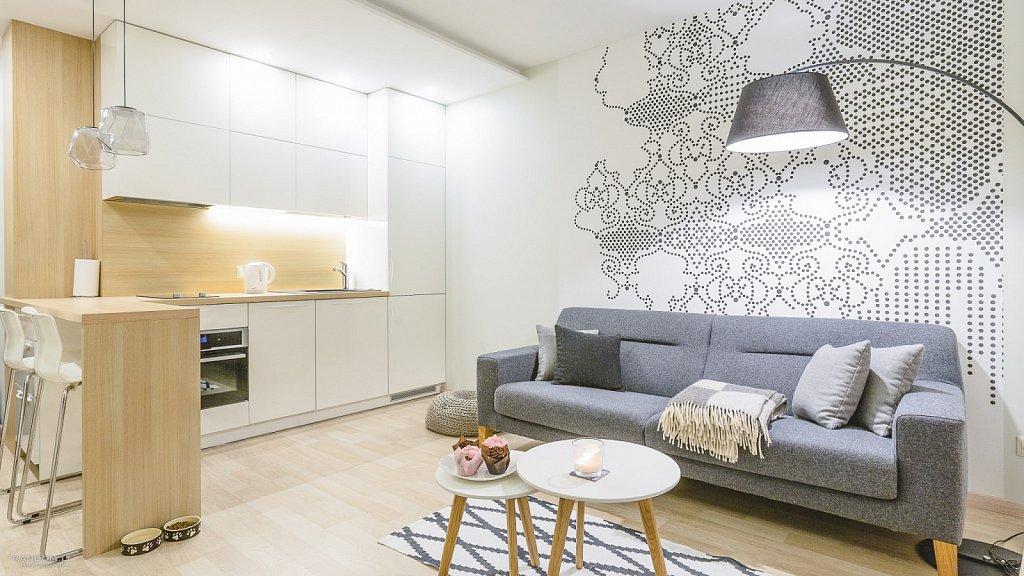 interjero fotografija - buto interjeras  butas  fotografija  interjeras  interjero fotografavimas  jaukus  modernus  namai  šiltas  staliukas  šviestuvas  virtuvė  by RANDOM.LT