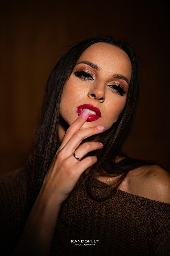Fotosesija studijoje  2019  asmeninė fotosesija  girl  portrait  portretas  studio  vilnius  woman  by RANDOM.LT