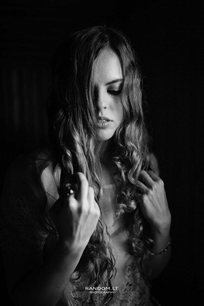 Fotosesija namuose  2019  asmeninė fotosesija  girl  mergina  namuose  natūrali šviesa  vilnius  woman  by RANDOM.LT