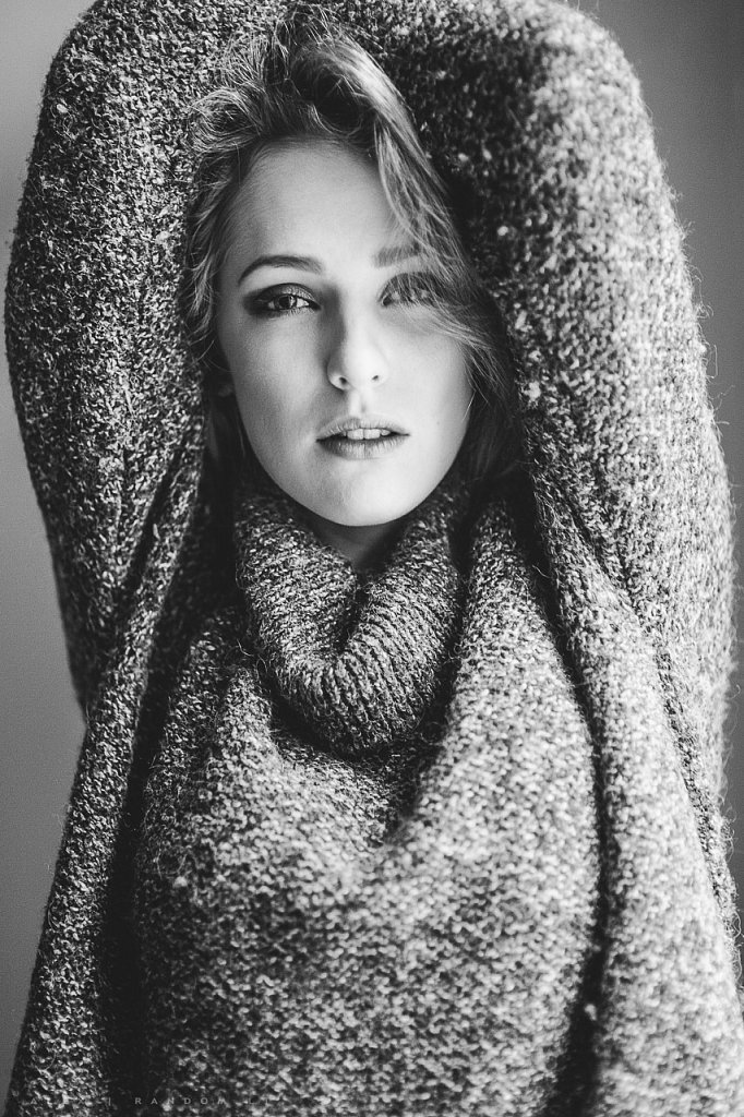 Merginos portretas  2014  asmeninė fotosesija  girl  look  mergina  namuose  natūrali šviesa  sensual  by RANDOM.LT