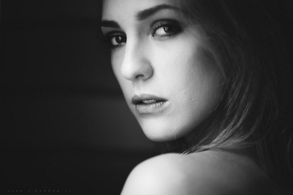 Portretai   2014  asmeninė fotosesija  namuose  natūrali šviesa  by RANDOM.LT