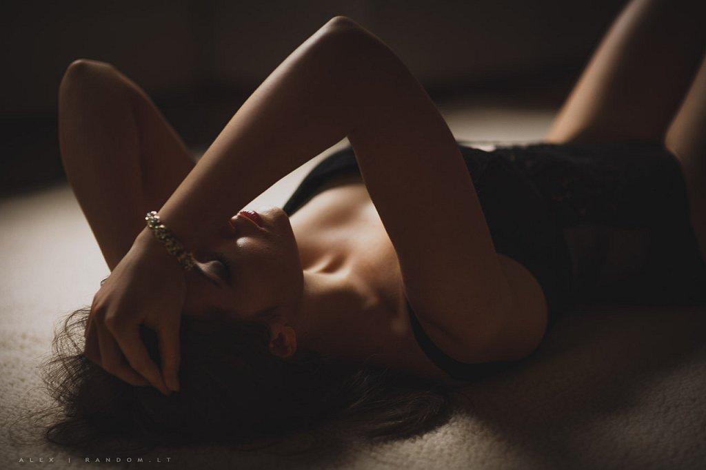 2015  apartamentuose  asmeninė fotosesija  boudoir  erotinė fotosesija  fotografas  fotosesija  girl  glamour  intymi  mergina  namuose  natūrali šviesa  sensual  vilnius  woman  by RANDOM.LT
