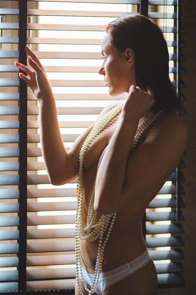 asmeninė fotosesija boudoir namuose sensual  by RANDOM.LT