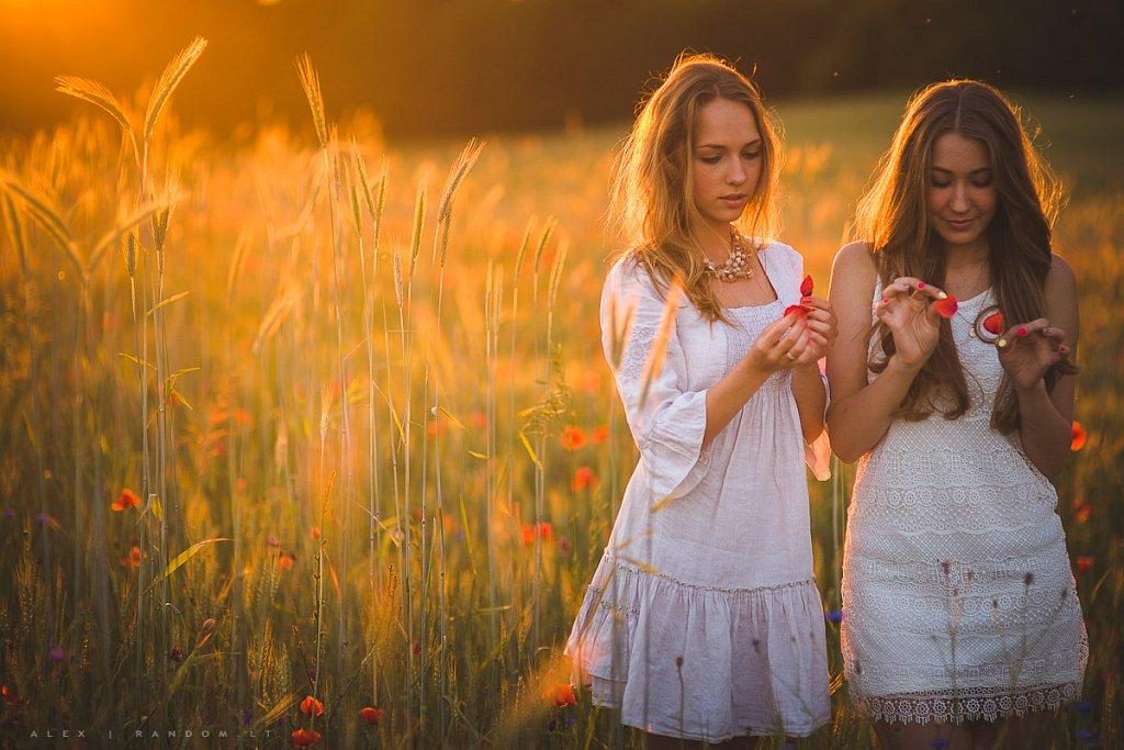 Portretai   asmeninė fotosesija  balta  blonde  girl  ilgi plaukai  long hair  meadow  mergina  natural light  natūrali šviesa  pieva  sunset  white  by RANDOM.LT