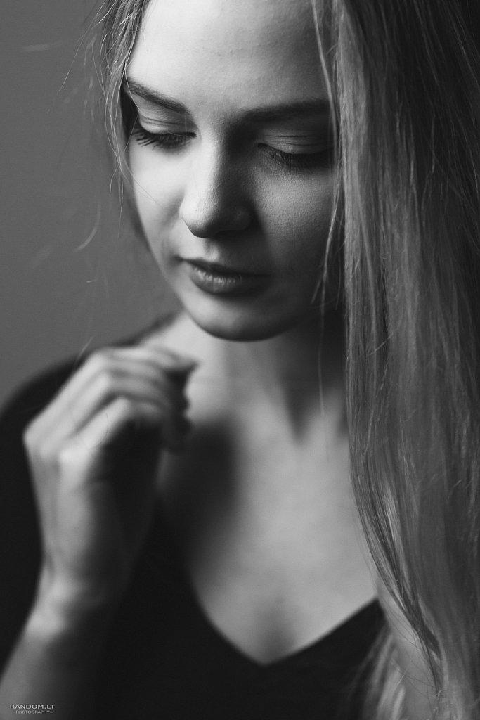 asmeninė fotosesija fotografas long hair sensual studija vilnius woman  by RANDOM.LT