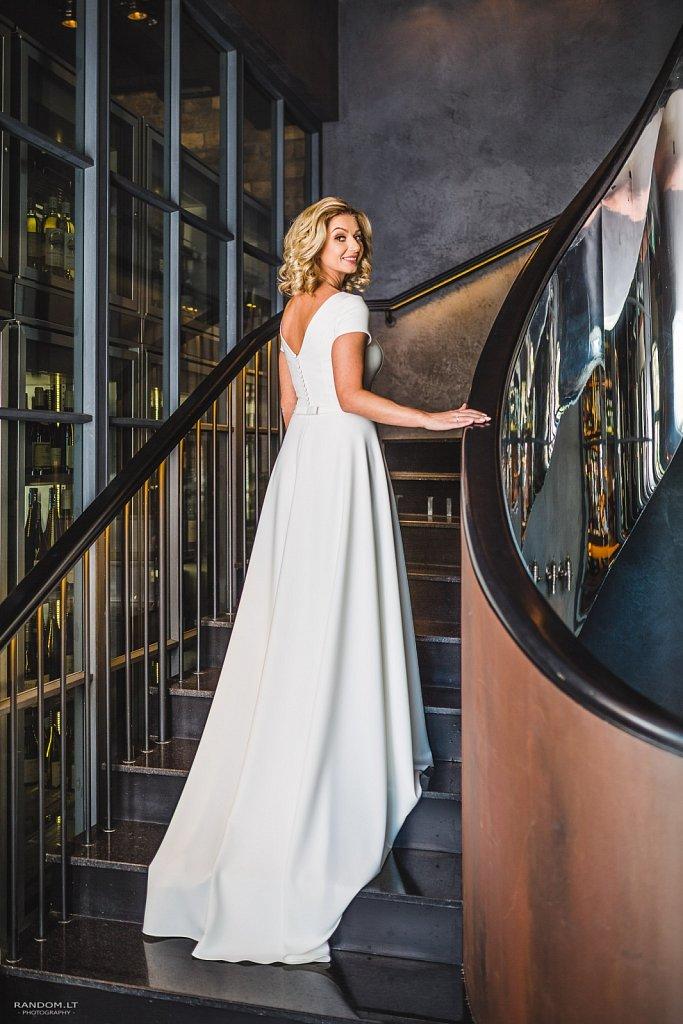 2017 bizarre couple vestuvės vestuvinė fotosesija vilnius wedding  by RANDOM.LT