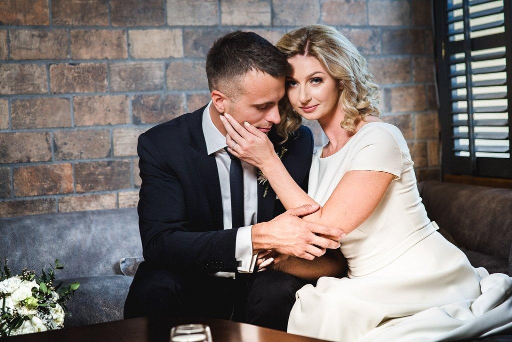bizarre couple vestuvės vestuvinė fotosesija vilnius wedding  by RANDOM.LT